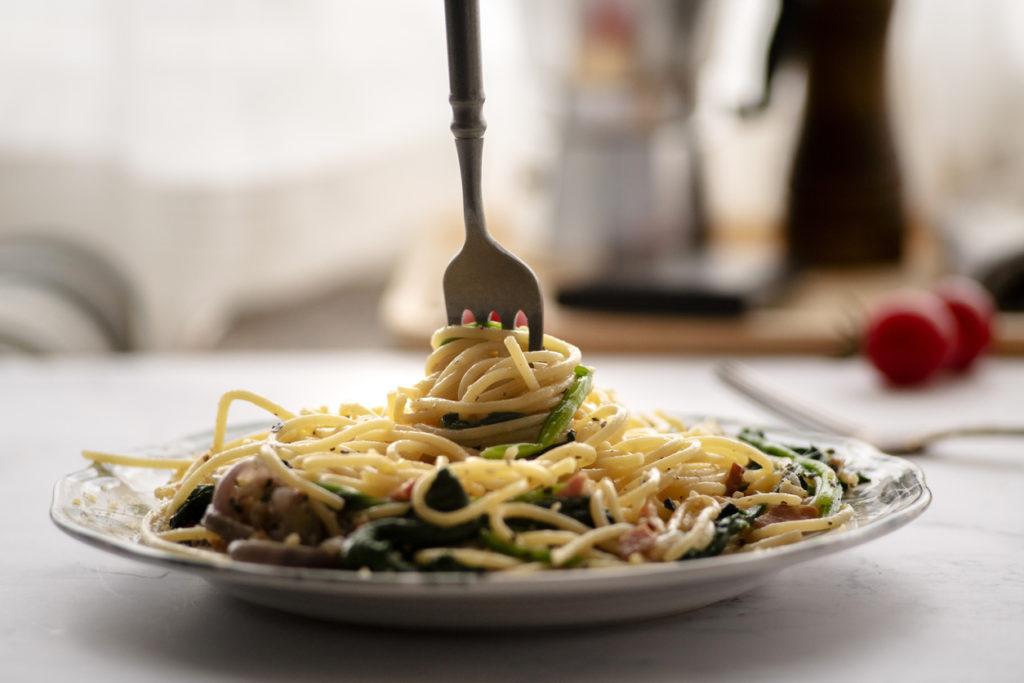 plate of spinach spaghetti